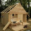 making a small house out of wooden pallets
